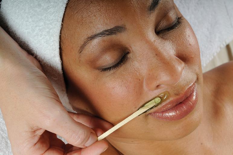 L'épilation du visage peut se faire à la cire